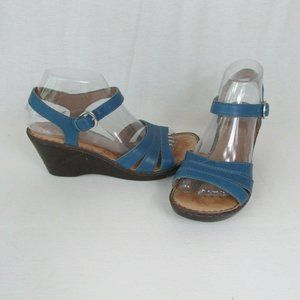 Born 8M Slate Blue Leather Wedge Sandals Buckle
